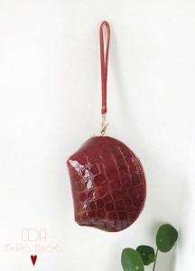 Trousse en cuir coquille vernis croco poignee CDA Petites Choses