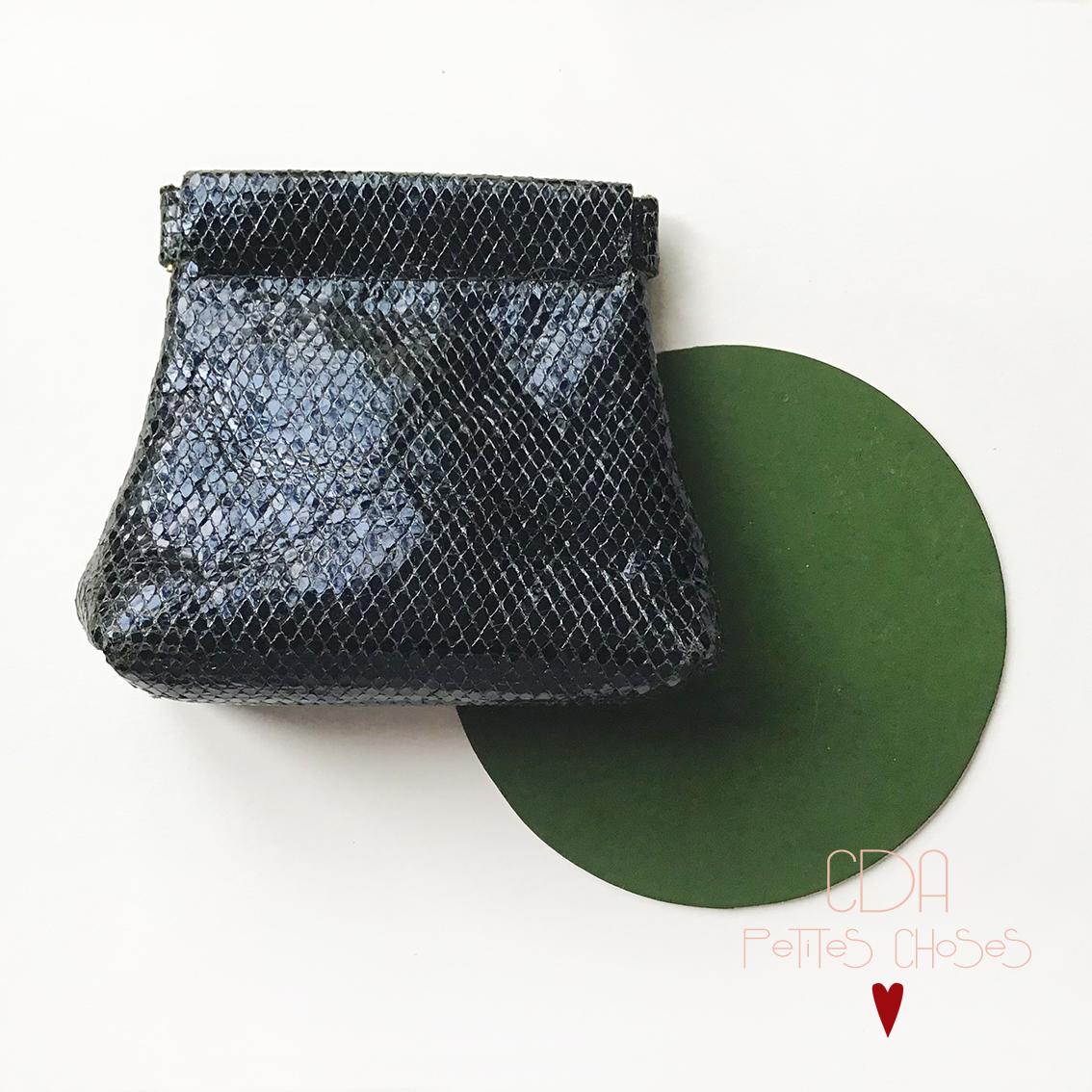Porte monnaie clic clac en cuir bleu nuit CDA Petites choses