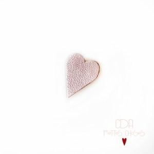 broche-en-cuir-coeur-paillettes-nacre-rose-fripe-CDA-Petites-Choses