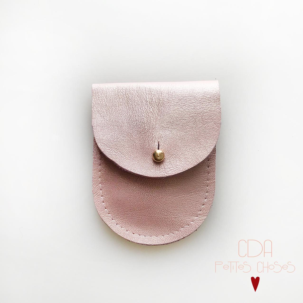 mini-pochette-en cuir rose-irise-CDA Petites Choses