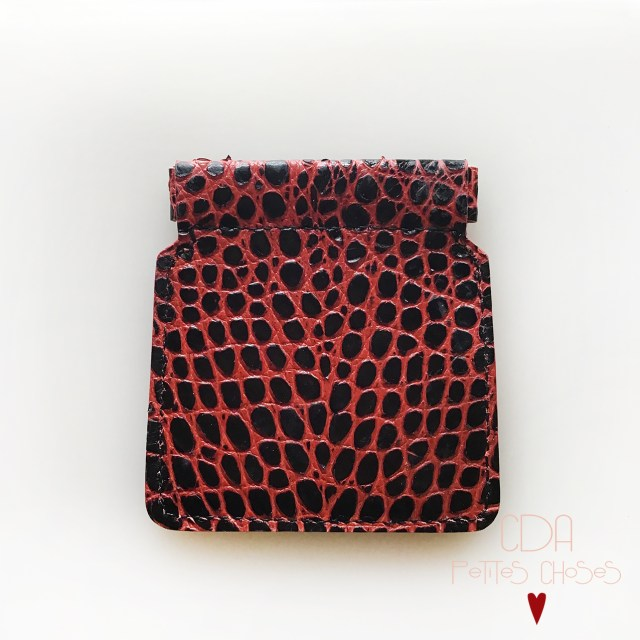 porte-monnaie-clic-clac-croco-noir-petites-nervures-rouge-2-CDA-Petites-Choses