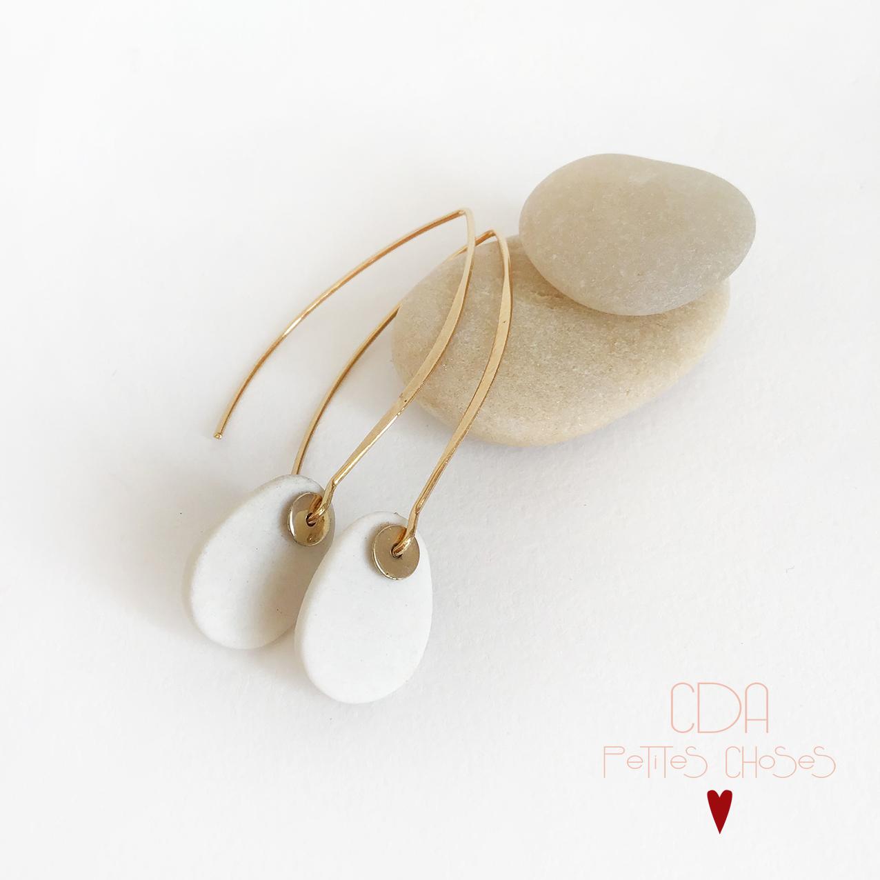 Boucles d oreille crochets forme galets en porcelaine CDA Petites Choses