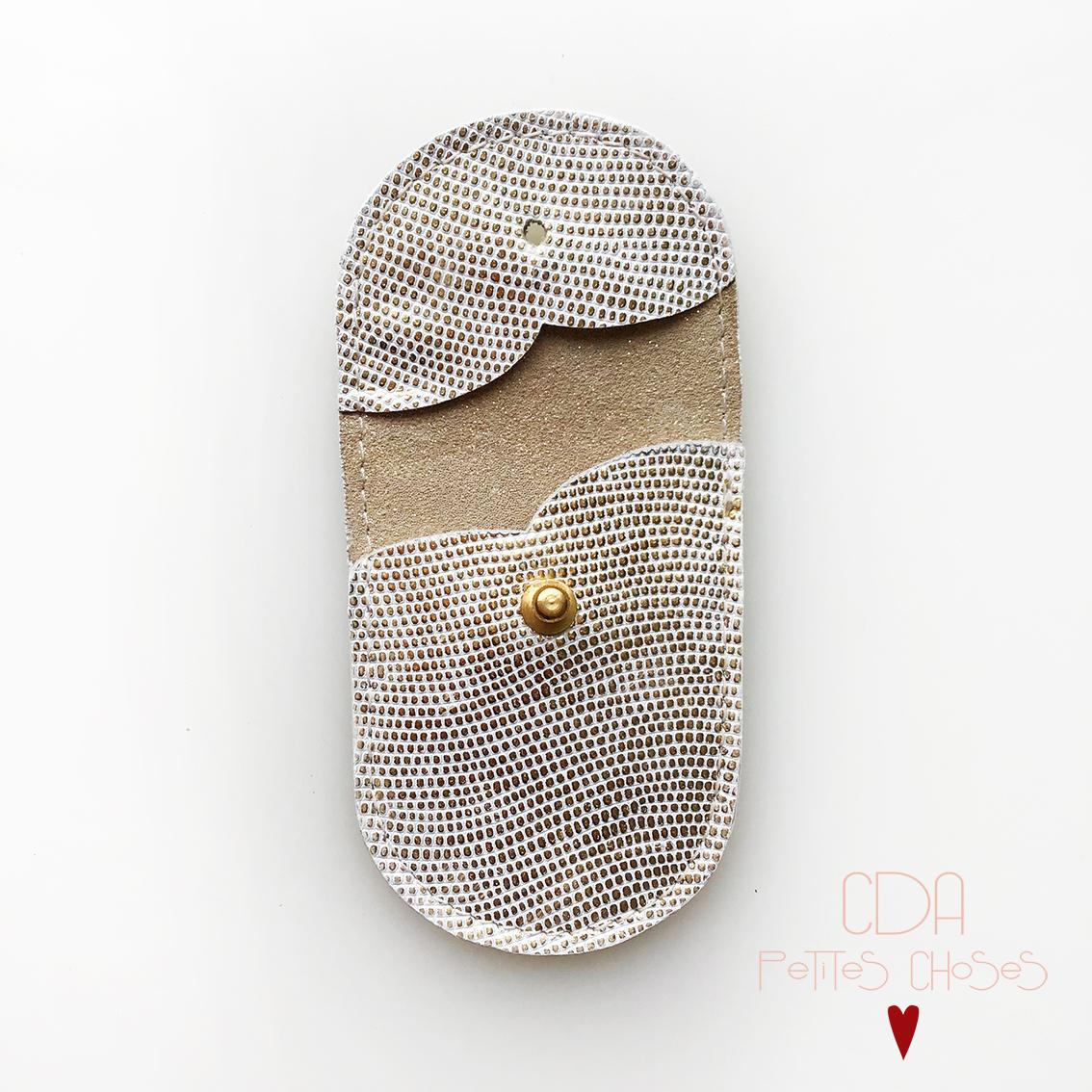 mini-pochette-en-cuir-embosse-galuchat-or-2 CDA petites Choses