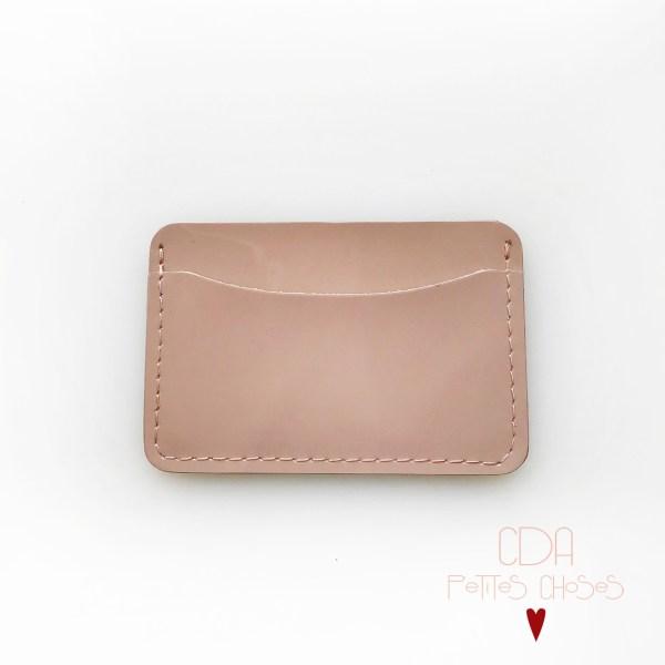 porte-carte-double-en-cuir-vernis-nude-1 CDA Petites Choses