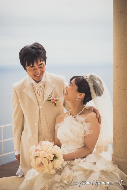 Mariés se regardent