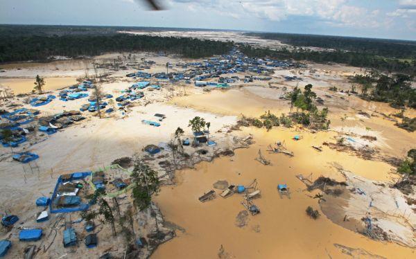 PCM: Minería ilegal mueve US$29.000 millones anuales en el Perú, dijo el Gobierno