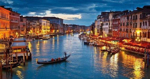 Venice issues three-year ban on new takeaways and restrictions for existing ones