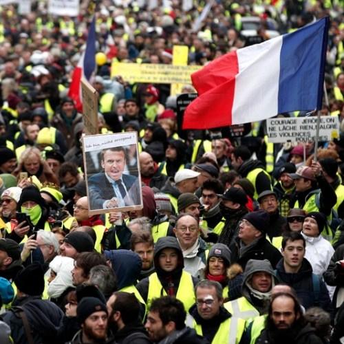 "Fresh ""yellow vest"" protests in Paris"
