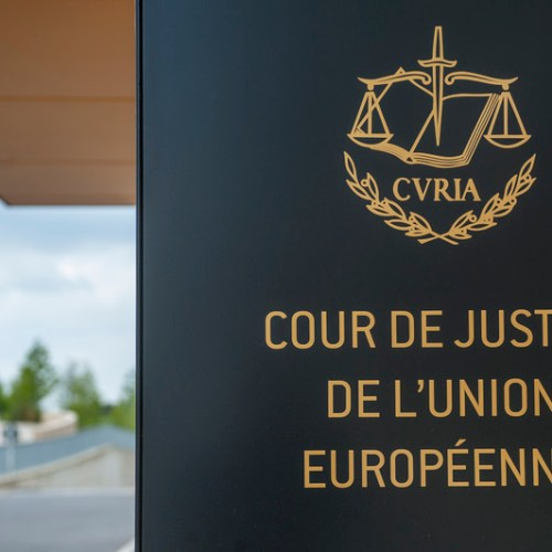 EU institutions cannot require job applicants to speak specific languages unless sufficient justification is provided