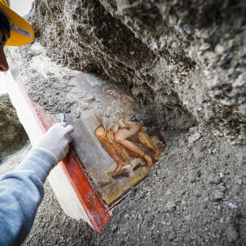 Well-preserves frescoed fast food counter unearthed in Pompeii