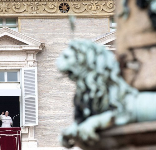 Pope Francis asks for prayers and safe humanitarian corridors for refugees of the Libyan conflict