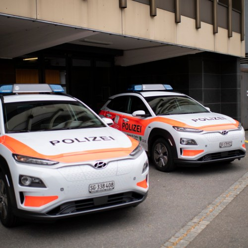 Slideshow: Swiss police presented with electric police cars