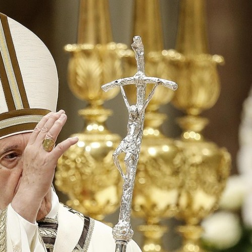 Pope's Easter vigil Mass calls on worshipers to live for God not material things
