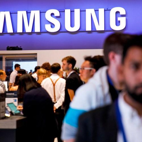 Samsung delays public roll-out of Galaxy Fold phone