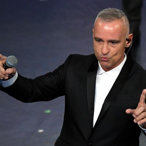 Italian singer Eros Ramazzotti interrupts concerts to be operated on vocal cords