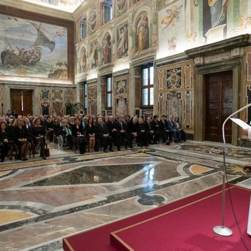 Pope Francis urges journalists to persevere with the reports of the forgotten people who suffer