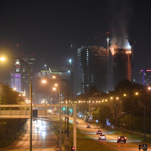 130 firefighters required to extinguish skyscraper fire in Warsaw, Poland
