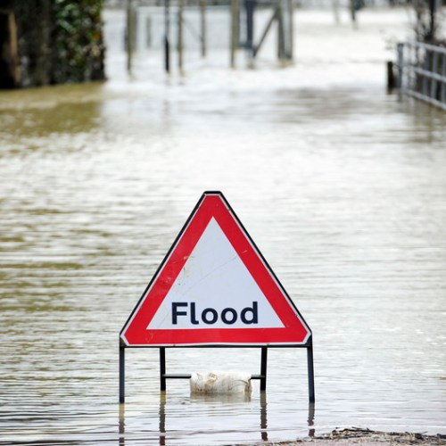 Hundreds told to evacuate in UK due to flooding
