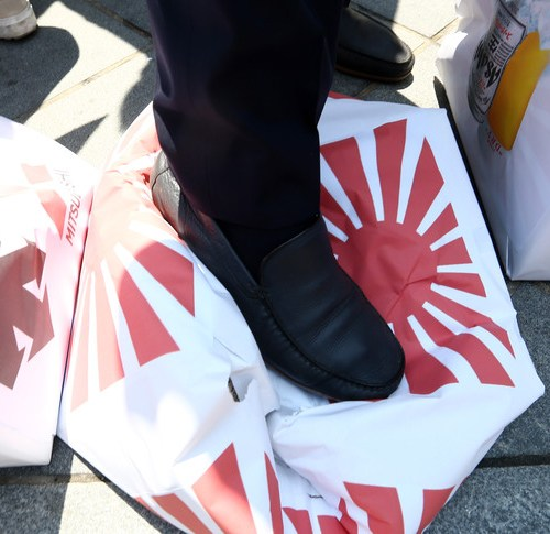 Japan does not plan to retract or renegotiate controls on South Korean hi-tech exports