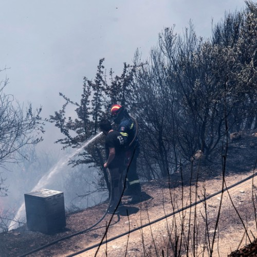 Wildfires cause evacuation of villages on Greek island