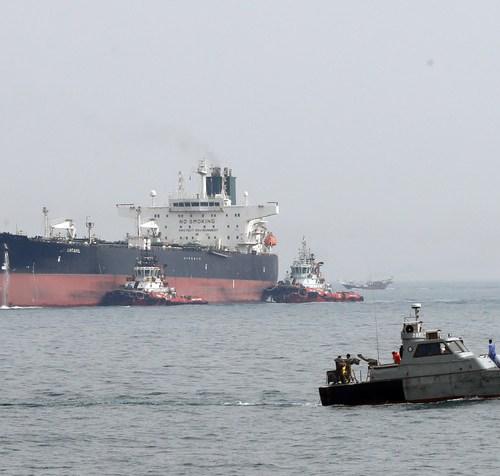 Iranian boats 'harass' British tanker in the Gulf