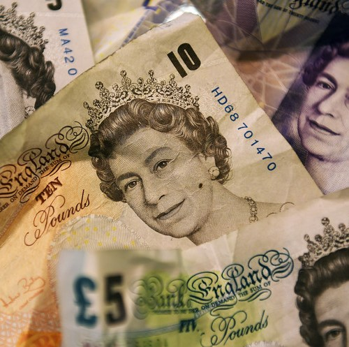 Pound falls as doubts grow over chances of last-minute Brexit deal