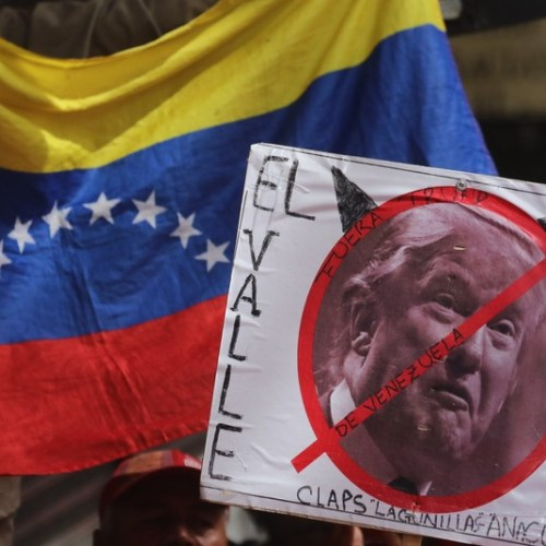 US imposes freeze on all Venezuelan government assets
