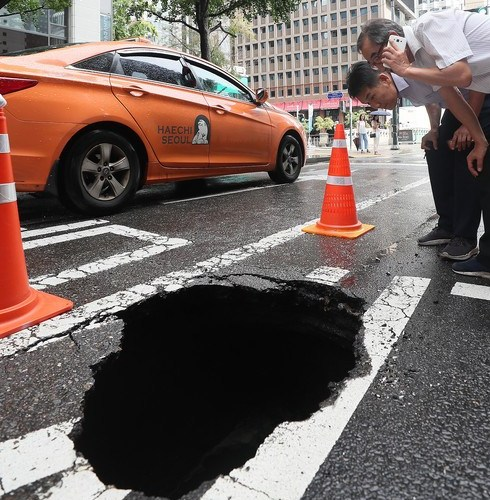 Photo Story: Sinkhole in Seoul