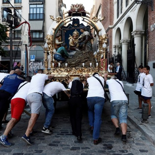 Photo Story: Preparations for Virgin of La Paloma festivities in Madrid
