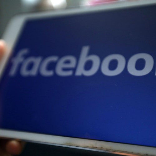 Facebook brings face recognition to all users