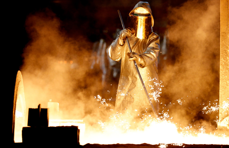 Supply disruptions cause dip in German industrial orders in April