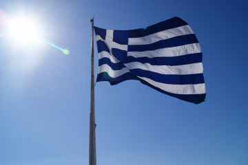 Greek current account turn to surplus in July, tourism revenues up