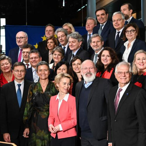 Photo Story: Family photo for new European Commission
