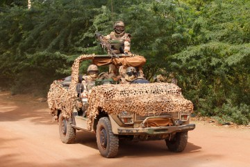 Macron threatens to pull troops from Mali