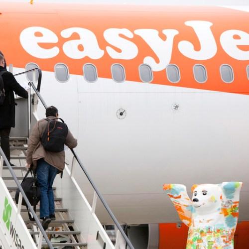 EasyJet buys Thomas Cook airport slots at Gatwick and Bristol