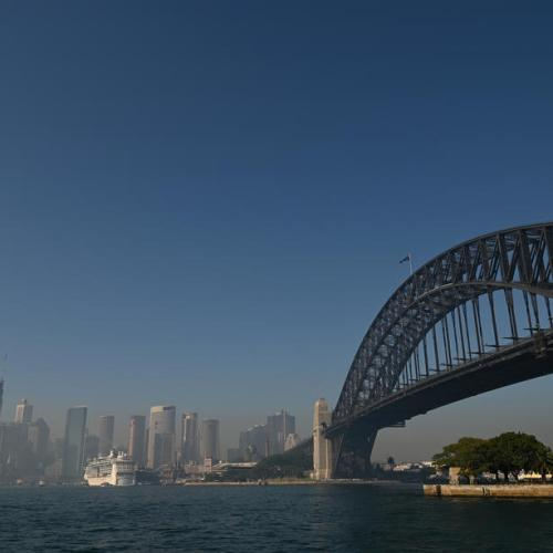 Bushfire smoke blankets Sydney and makes air hazardous