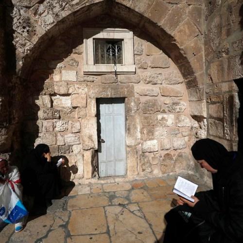 Israel reverses ban, Gaza Christians can visit Christmas sites