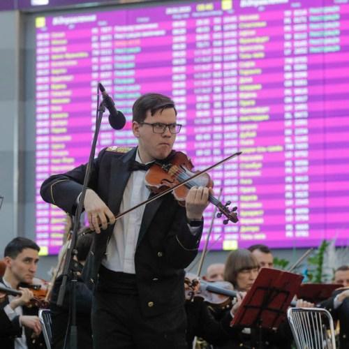 Photo Story: Musical tribute in Ukrainian airports