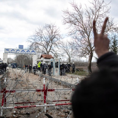 Clashes between refugees and police along the Turkish-Greek land border
