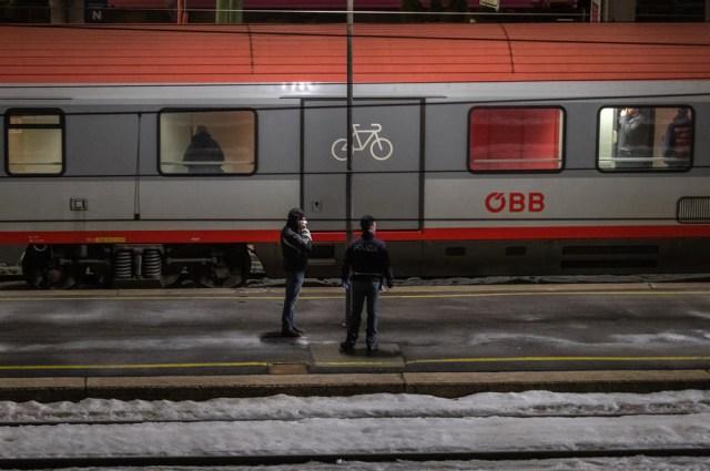 Austria stops train from Italy amid coronavirus