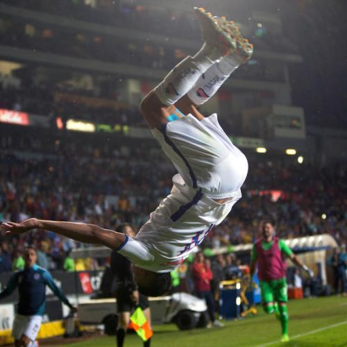 Photo Story – Acrobatic football