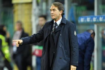 Mancini extends Italy contract until 2026
