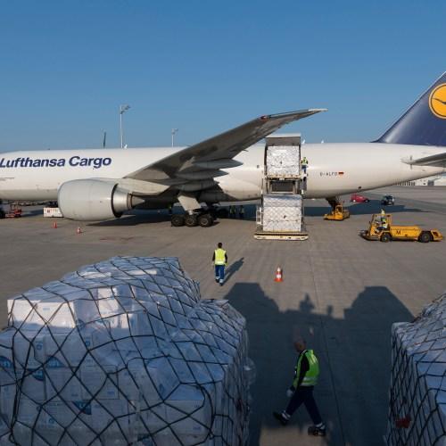 Lufthansa helps deliver 8 million protective masks to Munich