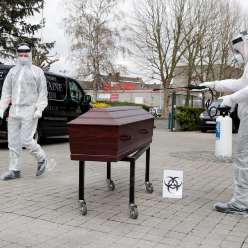 Photo Story: A funeral in times of the coronavirus pandemic