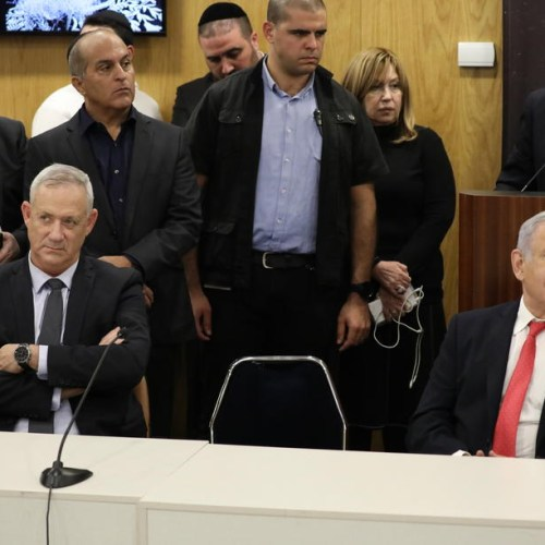 Netanyahu, Gantz meet amid efforts to form unity government