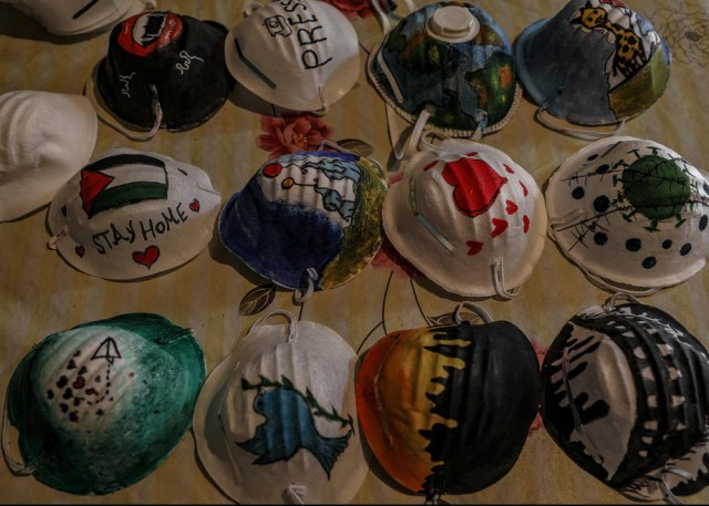 Palestinian artists decorate face masks to encourage their usage