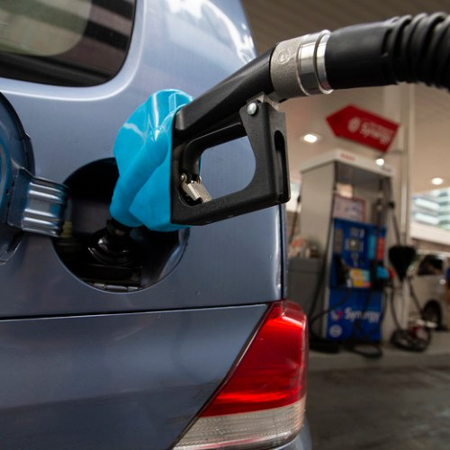 Oilslips on demand worries, Hong Kong tensions