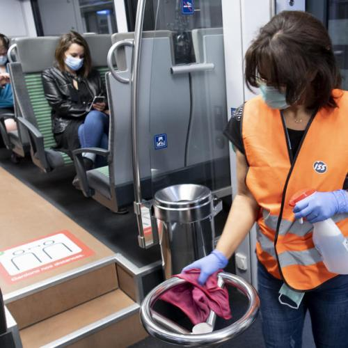 Poll finds Swiss want tougher mask rules on public transport