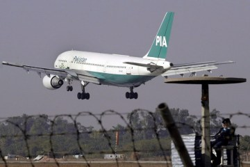 Pakistan to slash international flights by 80% to curb COVID-19