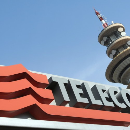 Telecom Italia, unions agree further staff reductions this year